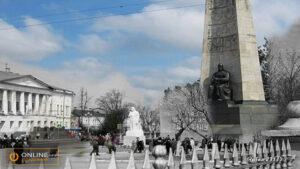 Соборная площадь (Вид на Дом Офицеров)
